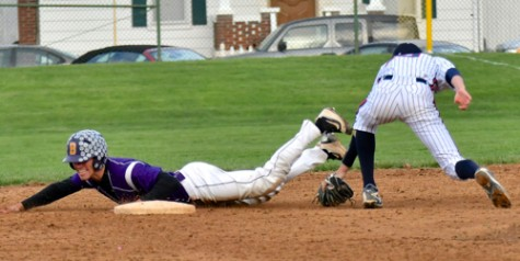 Damon Dues had a two-run knock as the Aviators stretched the lead to 9-2, here he made it safe to second base.
