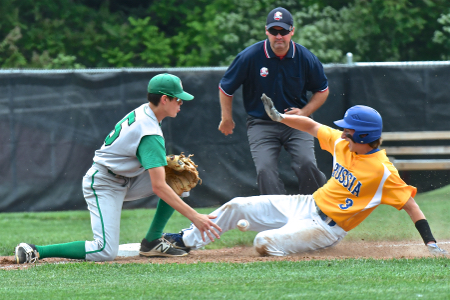 Daniel Kearns makes the steal to 2nd base on a missed catch by SS-Tanner Lake.