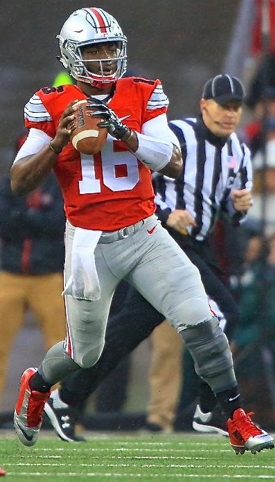 Buckeyes' J.T. Barrett is a master at the zone-read.