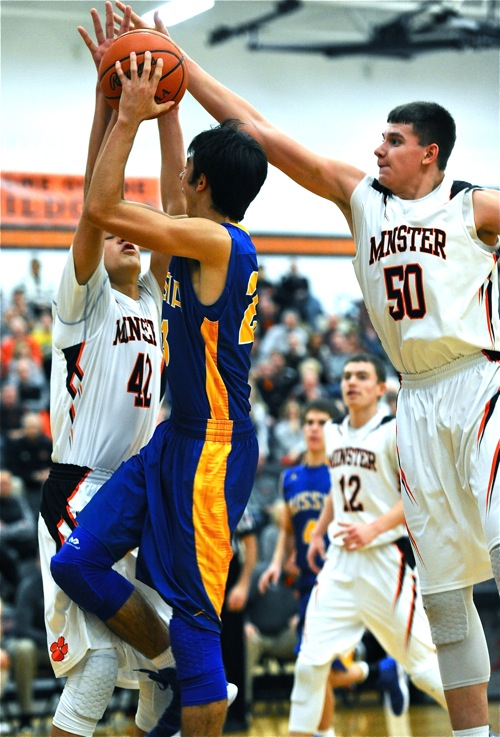 Minster's 'bigs', Cody Frericks (#42) and Jarod Schulze (#50) made scoring tough in the post.