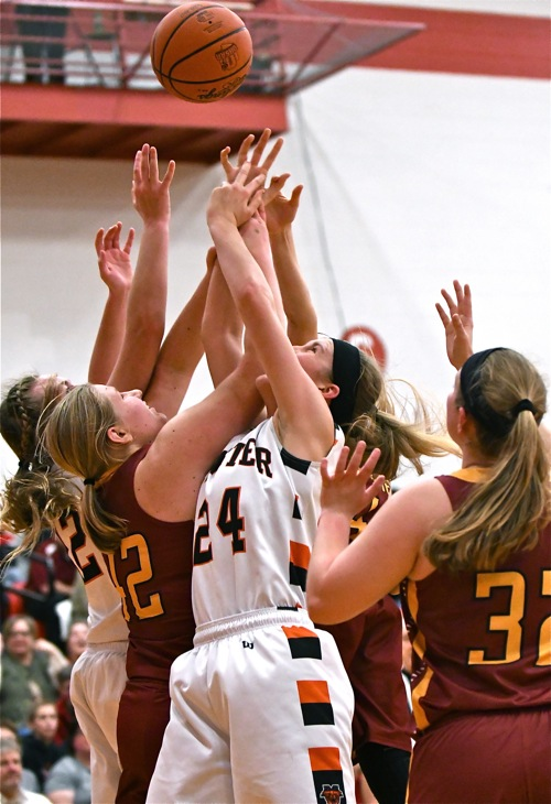 Hardly a thing of beauty...Minster and New Bremen combined for just 28 first half points.