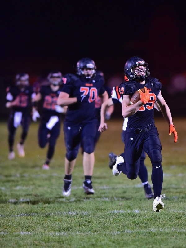 Niemeyer's Big Night…Minster 'Runs' Past Versailles