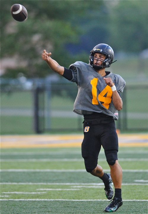 He made more plays with his feet than his arm, but Sidney's Andre Gordon showed that he'll be one of the area's top playmakers in 2016.
