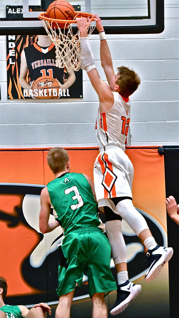 Quick Starters: Versailles Uses Big First Half To Rout Anna